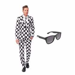 Zwart/wit geblokt mannen carnavalsoutfit maat 52 (xl) gratis zonnebri